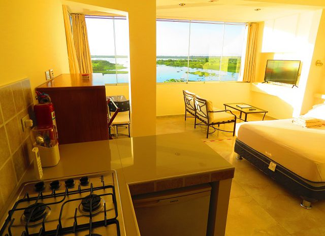 Riverside apartment, boulevard 251, kitchen with river view room 21.Iquitos